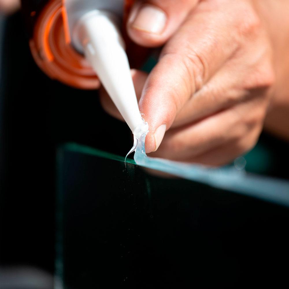 Adhesivos reparadores